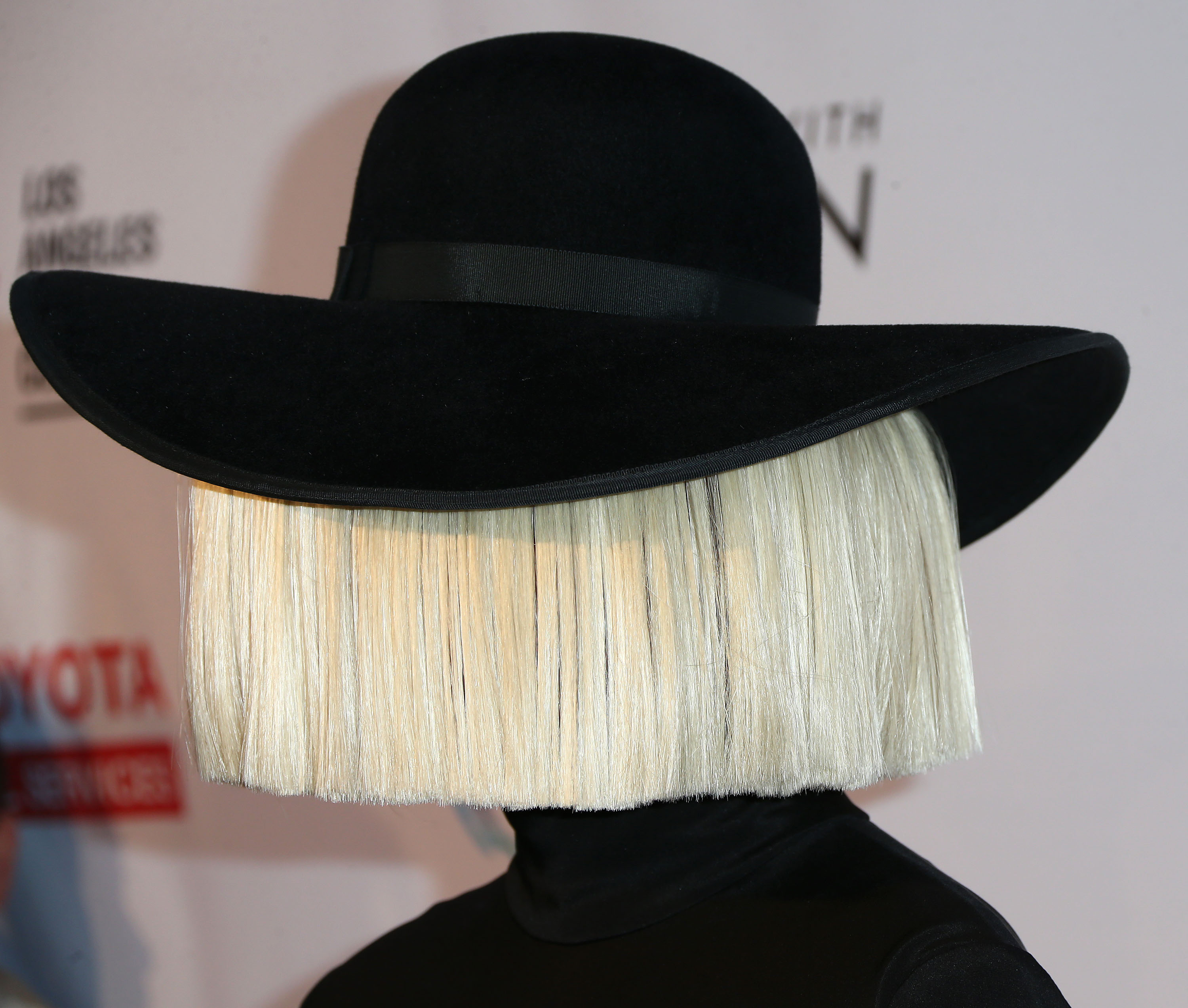 Sia Shows Off Her KILLER Voice In Carpool Karaoke